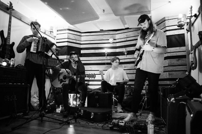 """Live Session: Karakou – """"Kom över hit"""""""