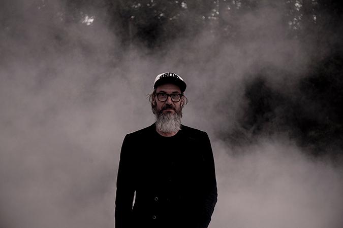 """Videopremiär: """"Bedarra här"""" med L. T. Fisk"""