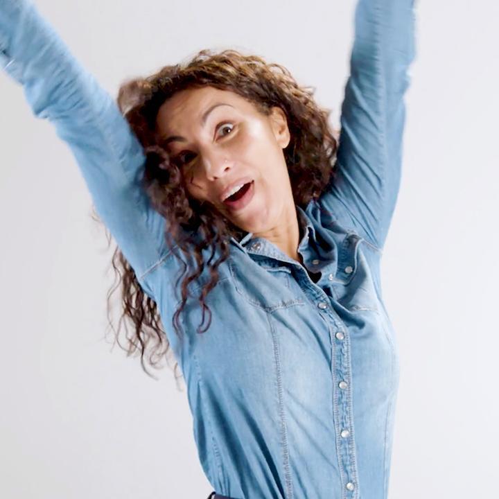 Thumbnail Partena - vrouw lacht en gooit armen in de lucht