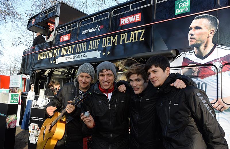Lukas Podolski Stiftung - Kasalla vor dem LP2014 Bus