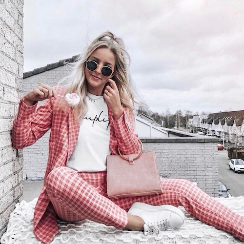 Nederlandse fashion influencer Denise van Kalmthout in de influencer DNA top 30 lijst
