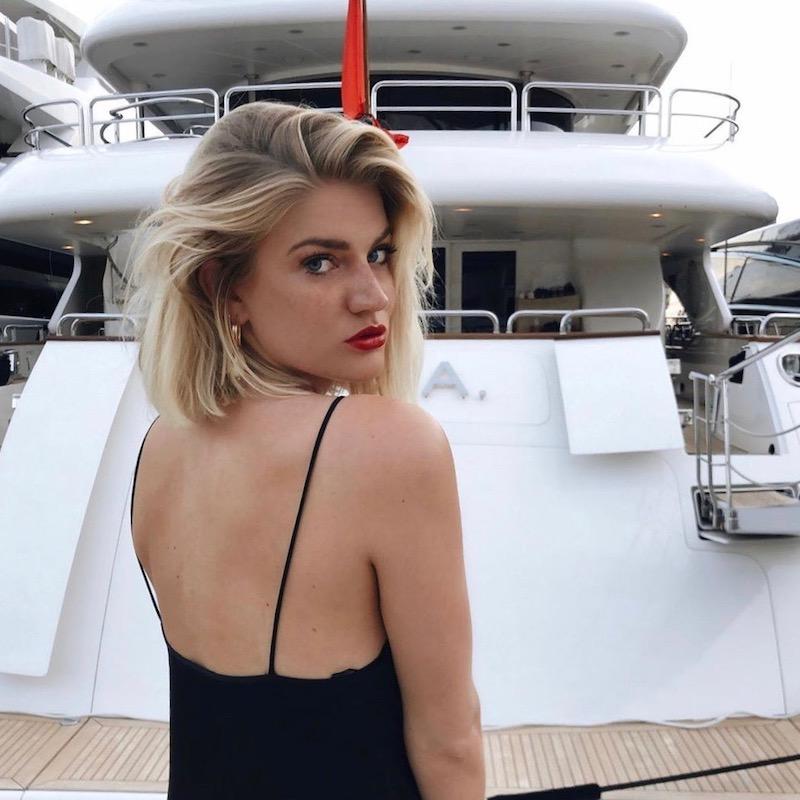 Nederlandse fashion influencer Fenna Brinkman in de influencer DNA top 30 lijst