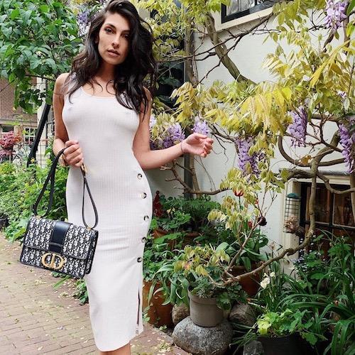 Nederlandse vrouwelijke fashion influencer Anna Nooshin in de top 30 lijst van Influencer DNA
