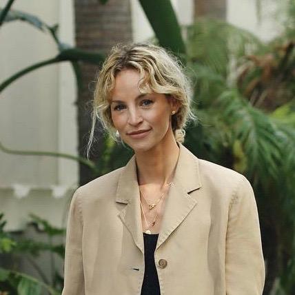 Nederlandse vrouwelijke fashion influencer Anouk Bos in de Influencer DNA top 30