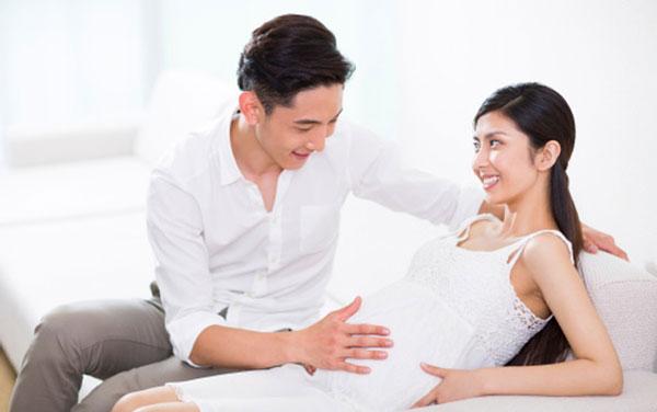 vợ có bầu chồng có nên đi đám ma không