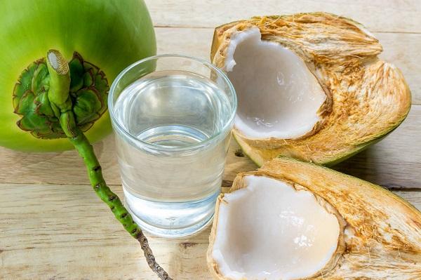 Uống nước dừa có làm kinh nguyệt ra nhiều hay không