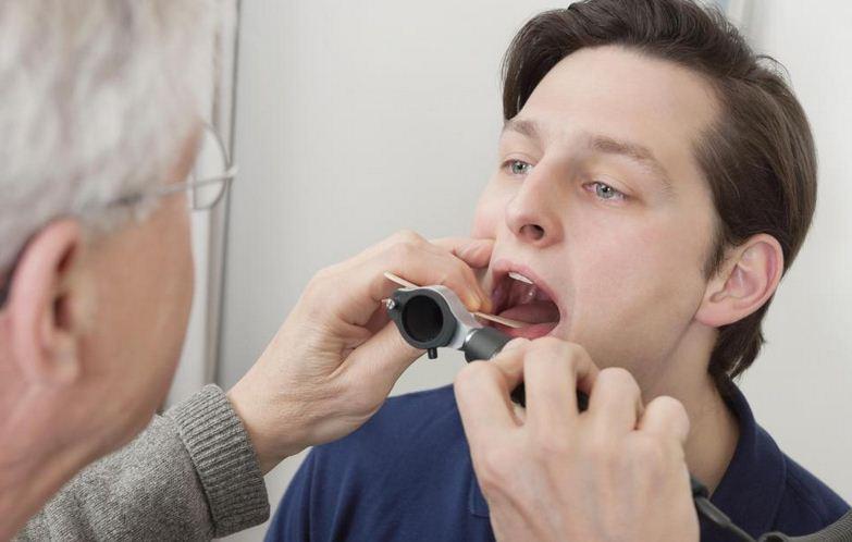 Đau họng lâu ngày có sao không