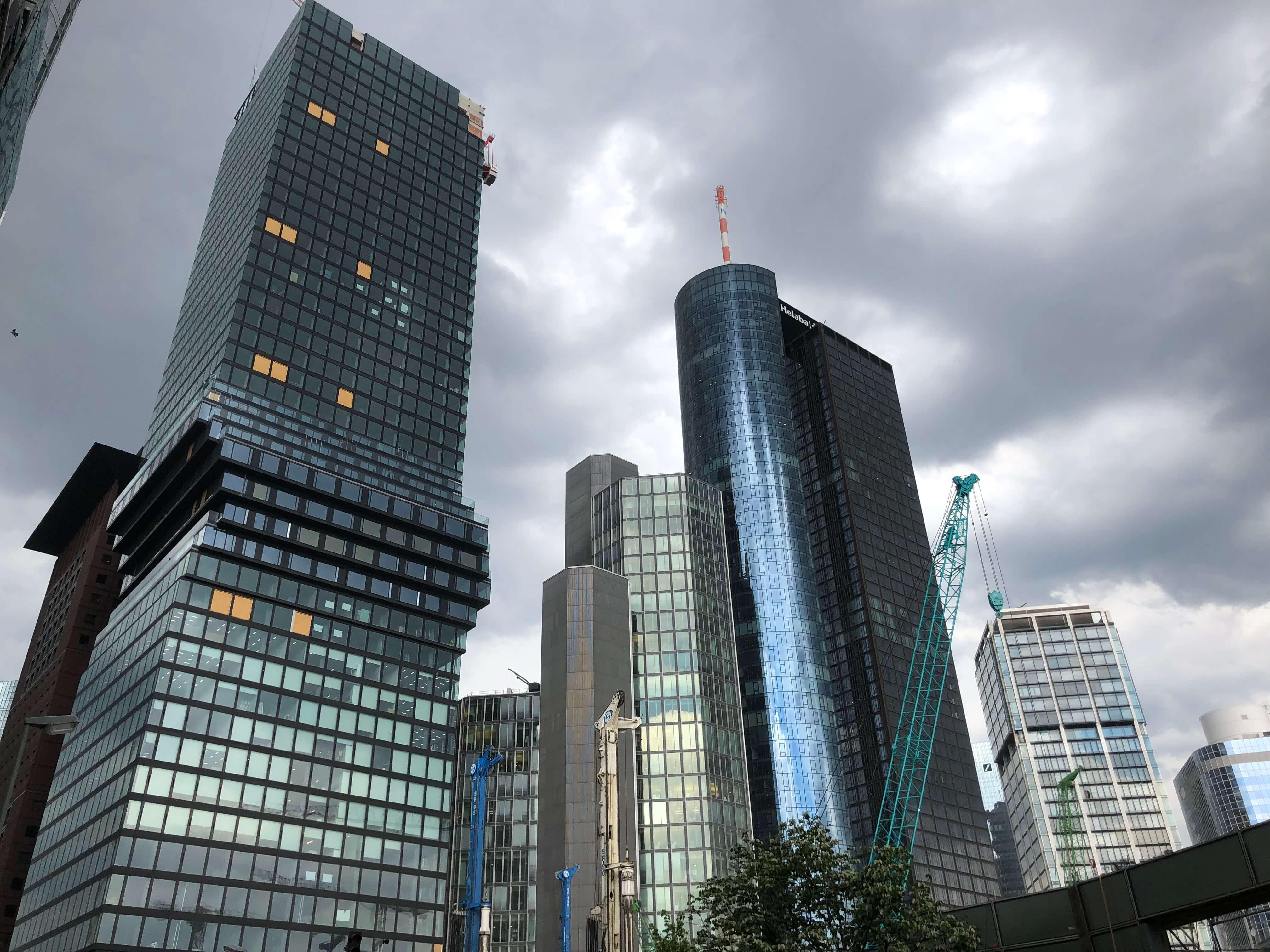 dunkle wolken frankfurter immobilienmarkt bilder kostenlos lizenzfrei
