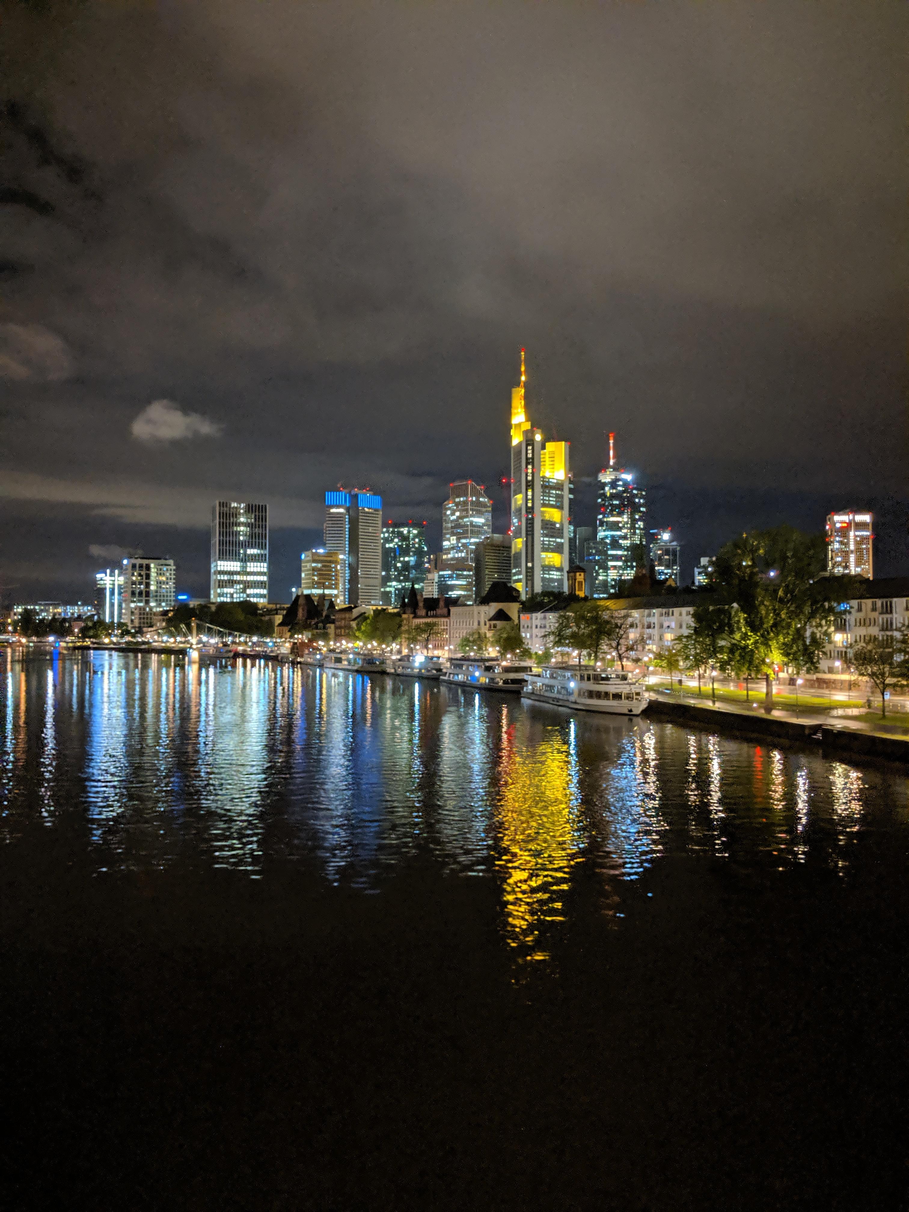 frankfurt skyline nacht ohne lizenz herunterladen