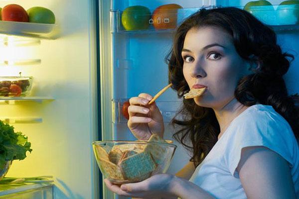 Cảm giác thèm ăn thường xuyên hơn dấu hiệu mang thai sớm