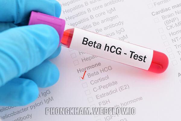 Tính tuổi thai bằng cách thực hiện xét nghiệm Beta hCG