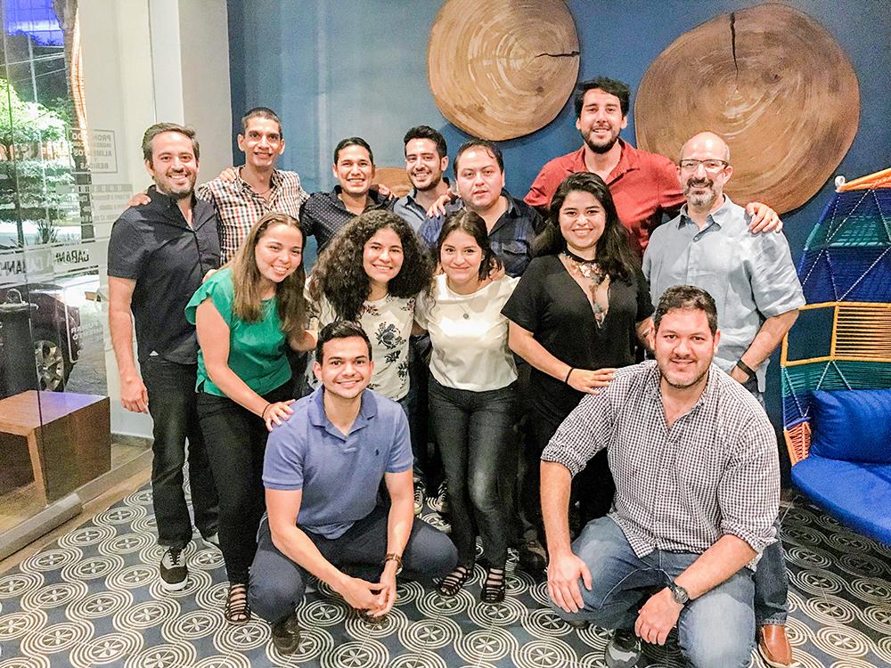Fotografía grupal de los empleados de Handy