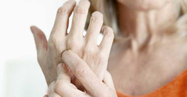Viêm khớp dạng thấp là gì? Cách điều trị viêm khớp dạng thấp