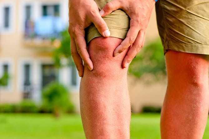 Đau nhức khớp đầu gối là bệnh gì? Tìm hiểu ngay cách chữa