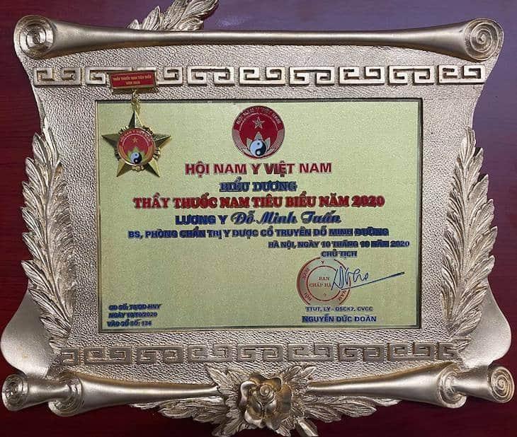 Bằng khen thưởng cho những nỗ lực của lương y Đỗ Minh Tuấn