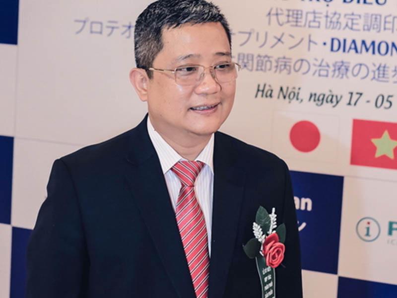 GS. Tiến Sĩ Nguyễn Vĩnh Ngọc từng khám, chữa xương khớp cho nhiều lượt bệnh nhân