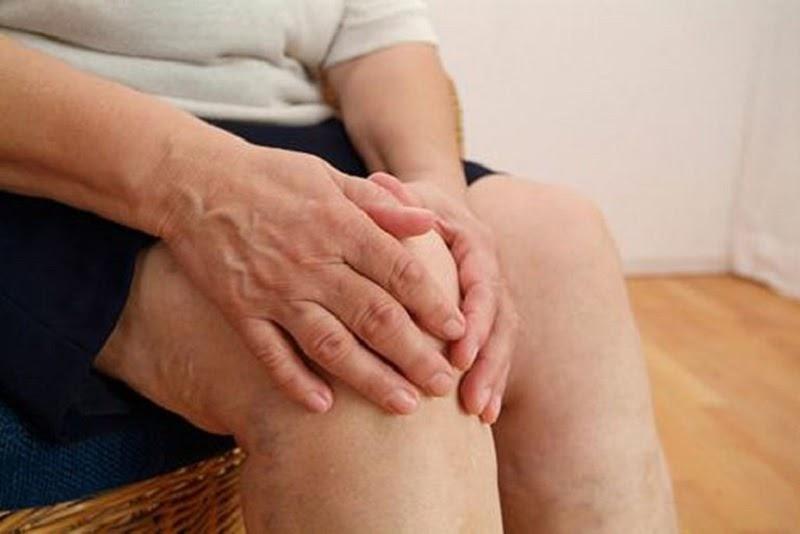 Ngồi hoặc nằm nhiều quá cũng ảnh hưởng đến khớp