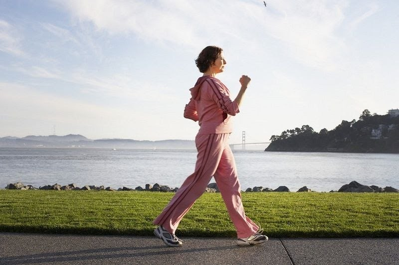 Tập thể dục đi bộ là giúp cải thiện bệnh thoát vị đĩa đệm