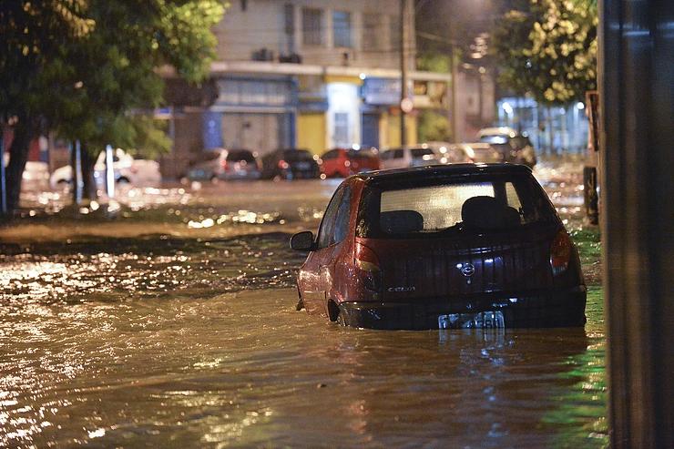 Chuva causa estado de emergência no RJ: saiba os cuidados para não perder indenização do seguro
