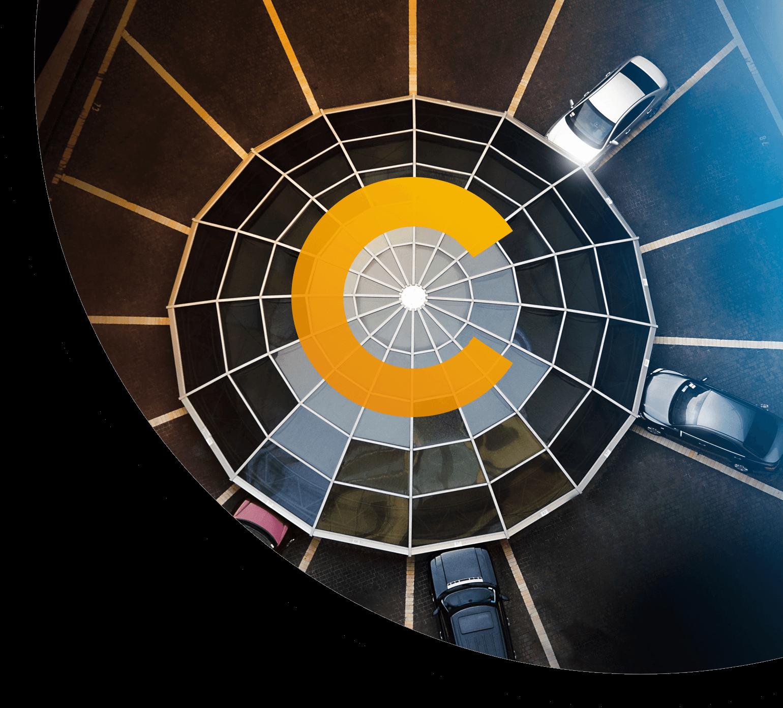 Autos aus Vogelperspektive mit Intec Logo