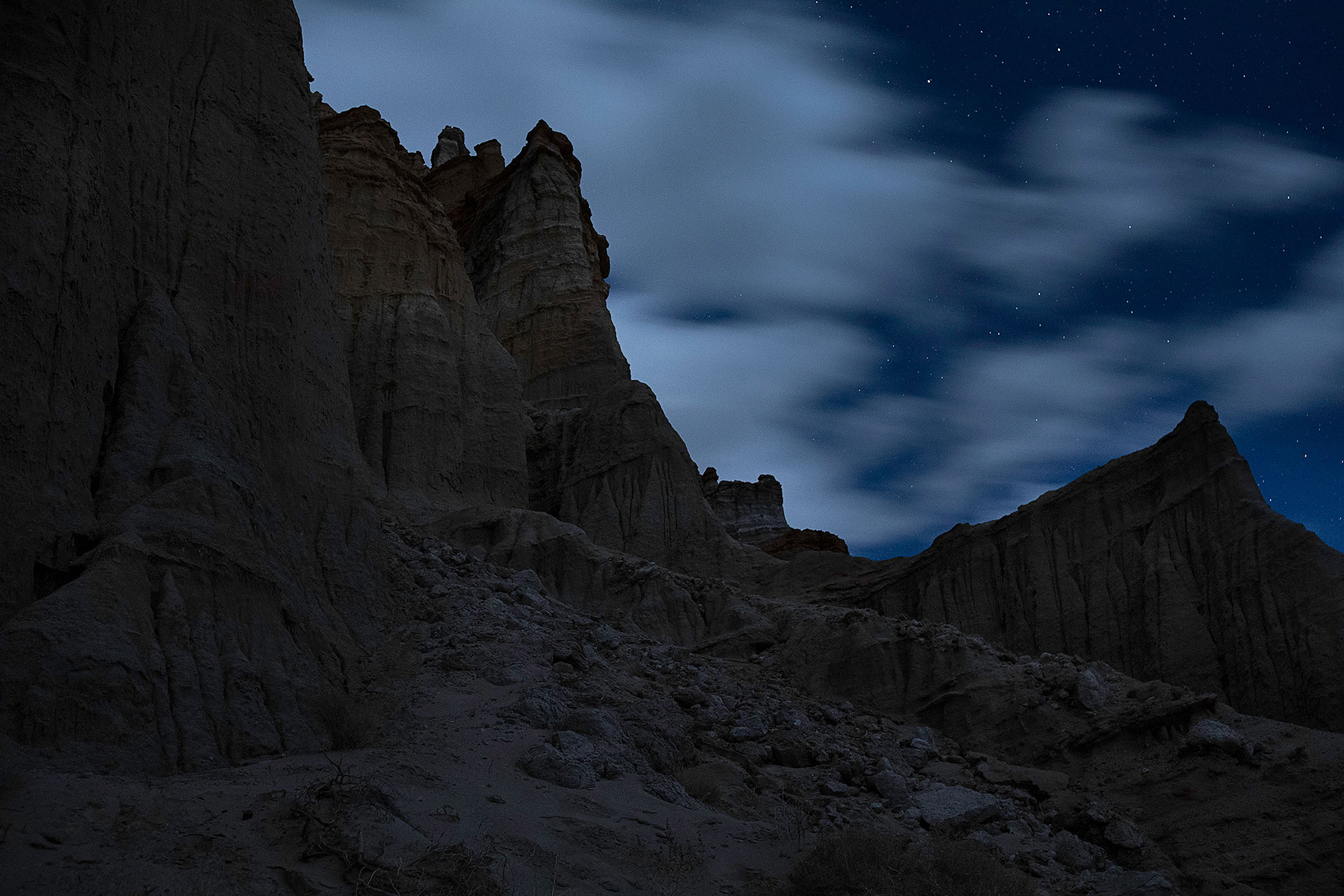 Cliffs under the . night sky.
