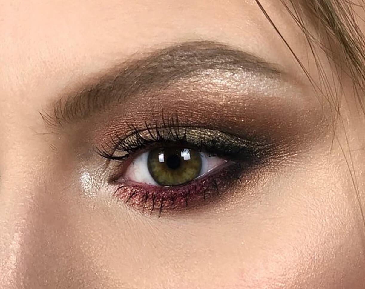 Крупное изображение макияже глаз