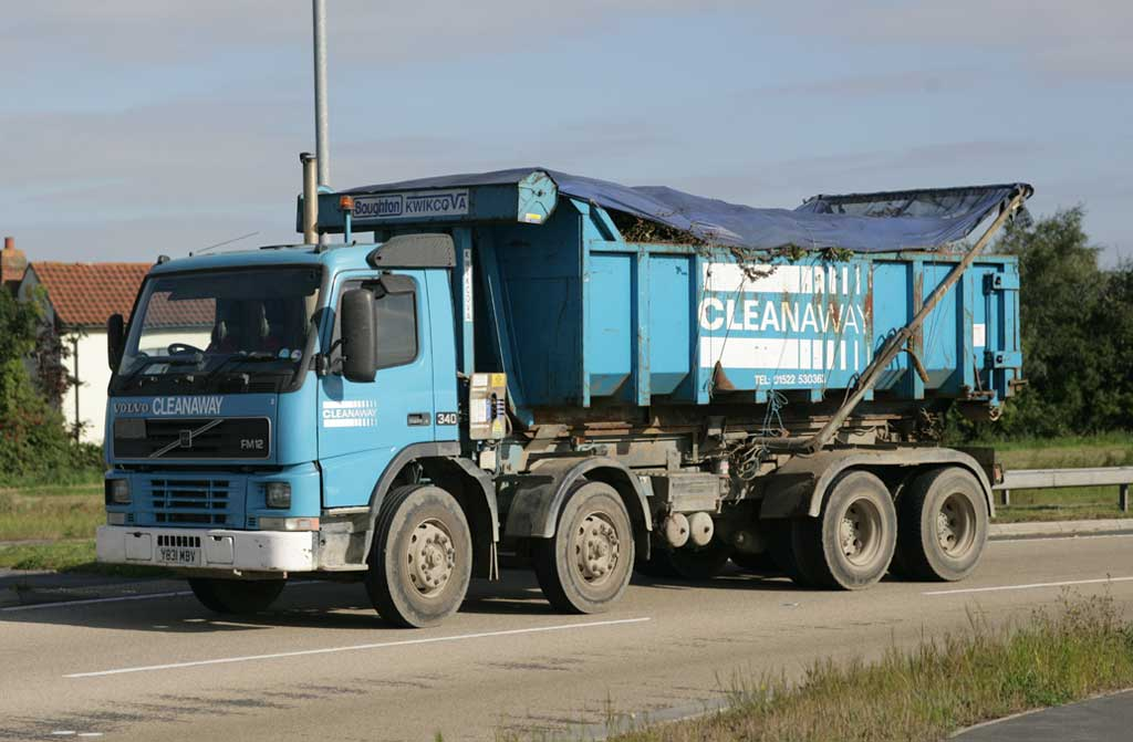 For every hour its engine is left idling, it consumes nearly five litres of fuel and emits nearly 10 kilograms of greenhouse gases. Trucks and other heavy vehicles idle for an average of 25% of all operational time per day, and this number is as high as 40% in some sectors. How can this be addressed?