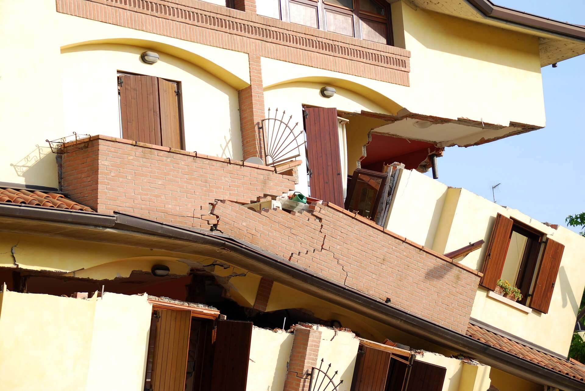 House splitting apart after earthquake