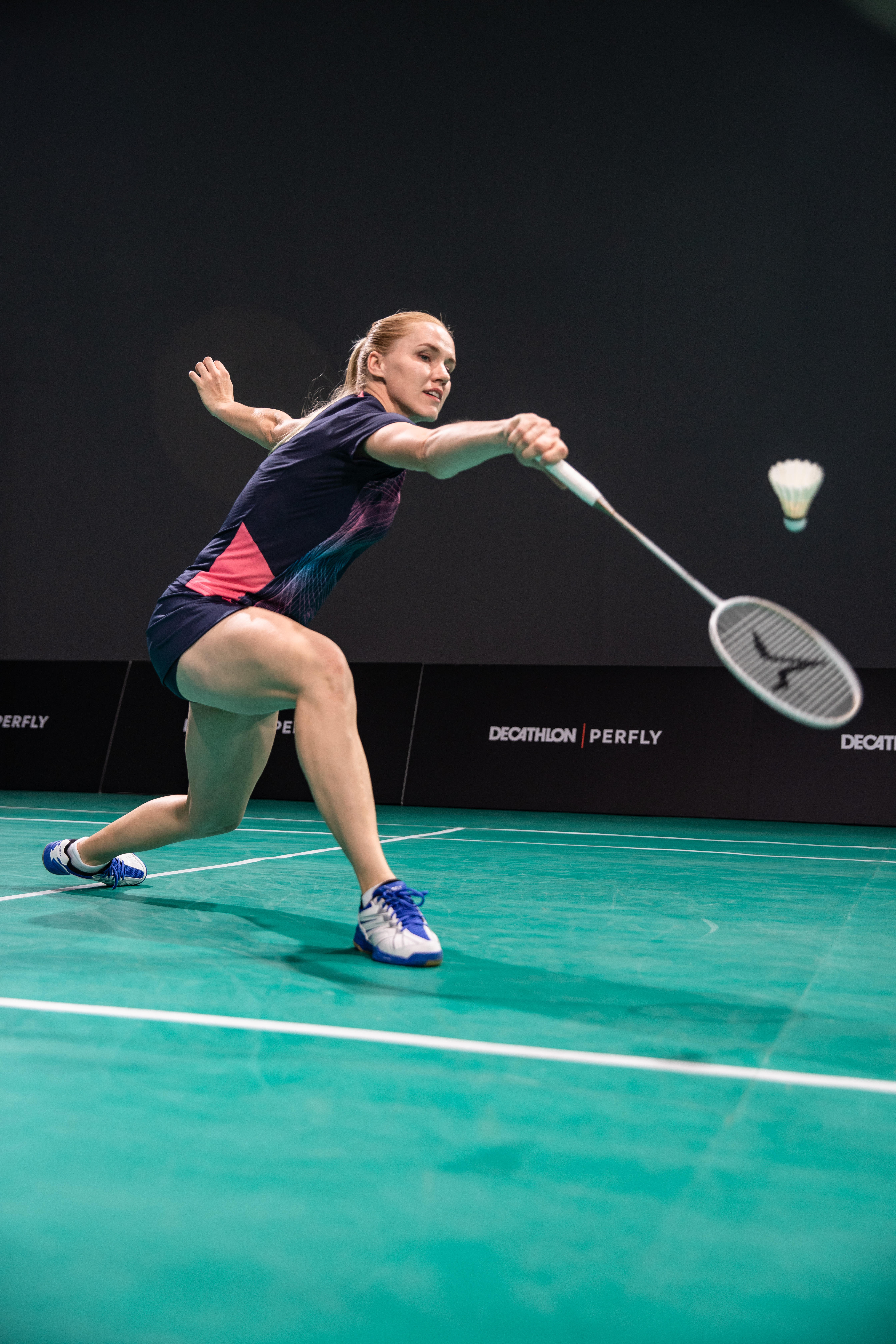 backhand smash in badminton