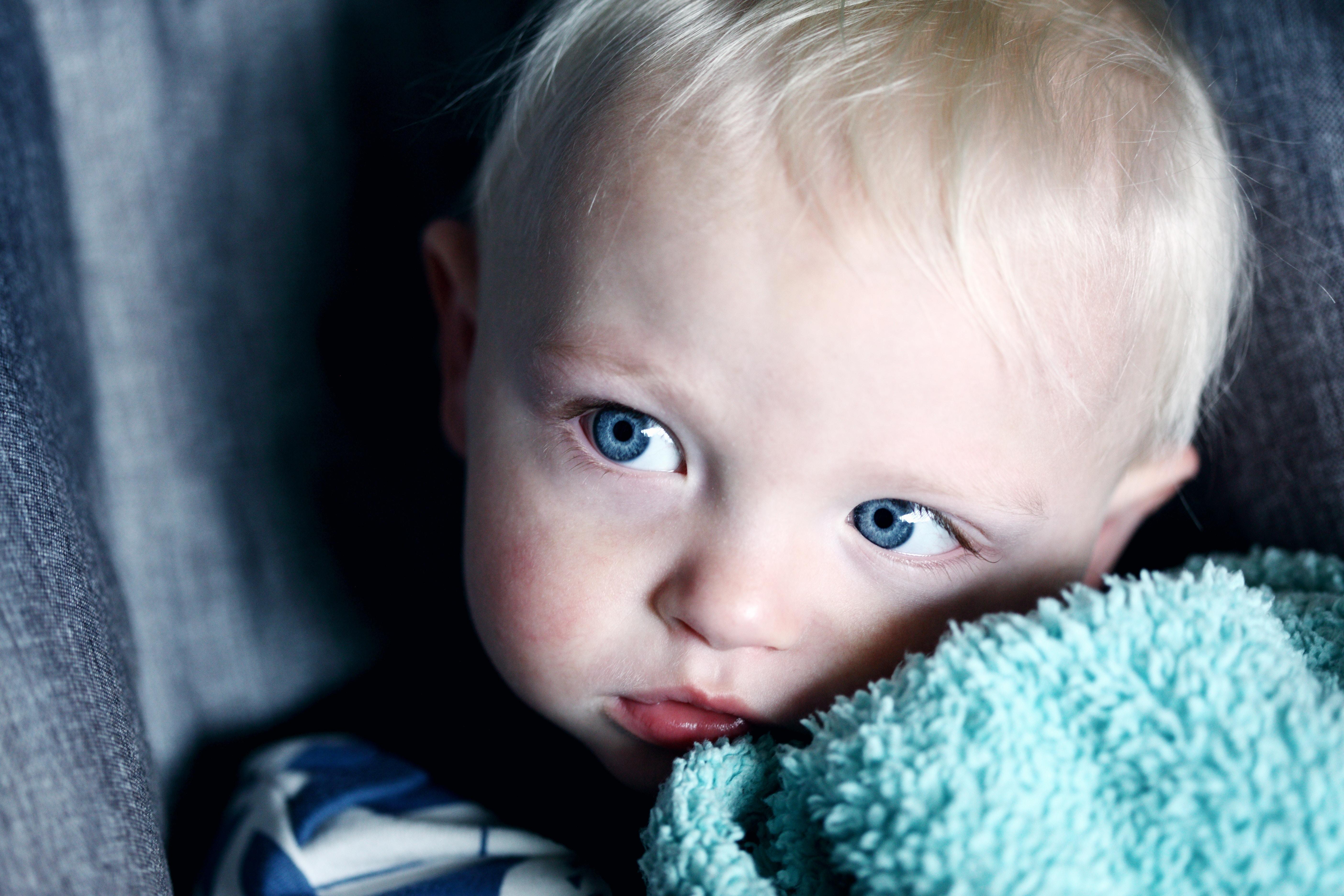 Miten lapsuudenperheessäsi käsiteltiin tunteita?