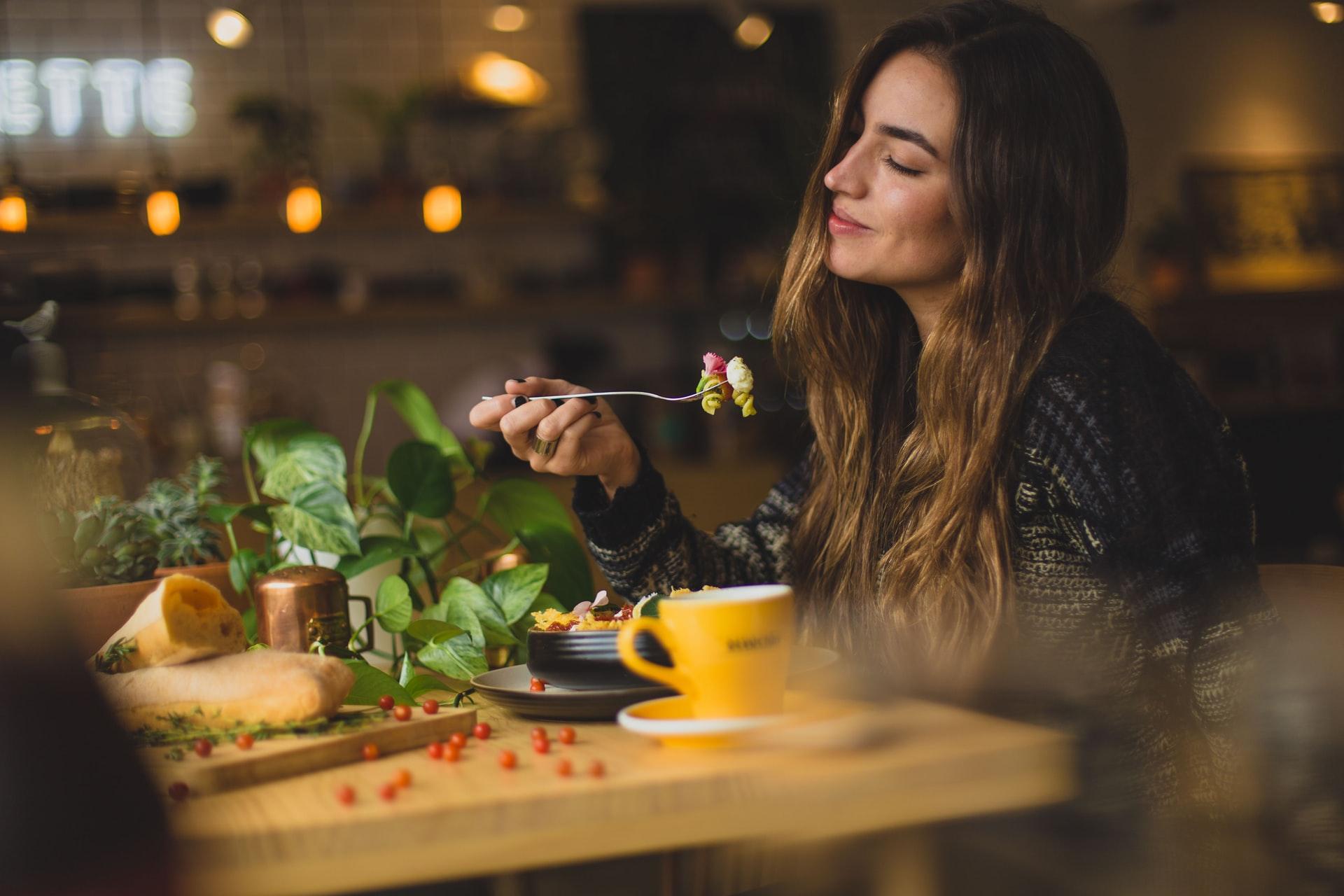 Nälän ja kylläisyyden tunteet tukena toipumisessa