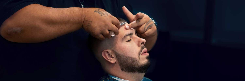 Cutting beard with razor