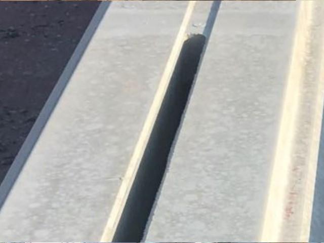 Sablage de 5.2 km de revêtement de sol