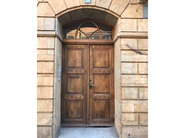 Gommage de porte en bois