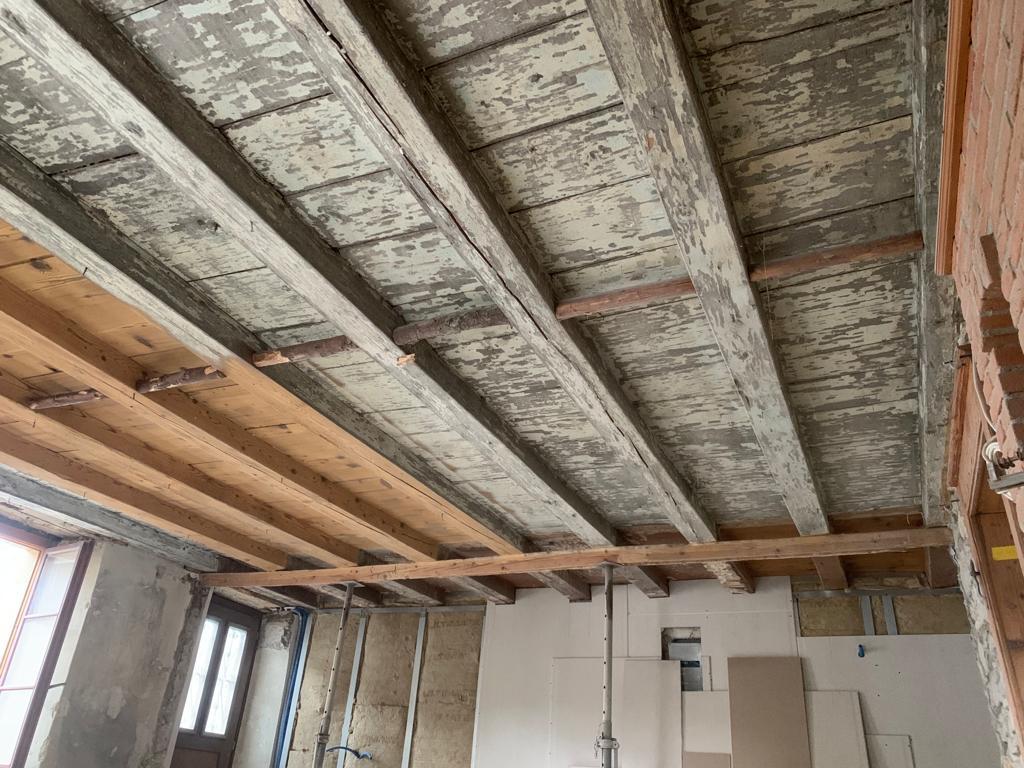 Aérogommage plafond en bois