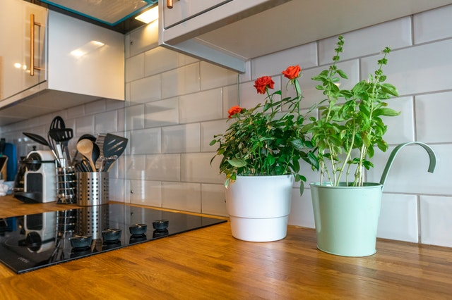 small kitchen decorating tips