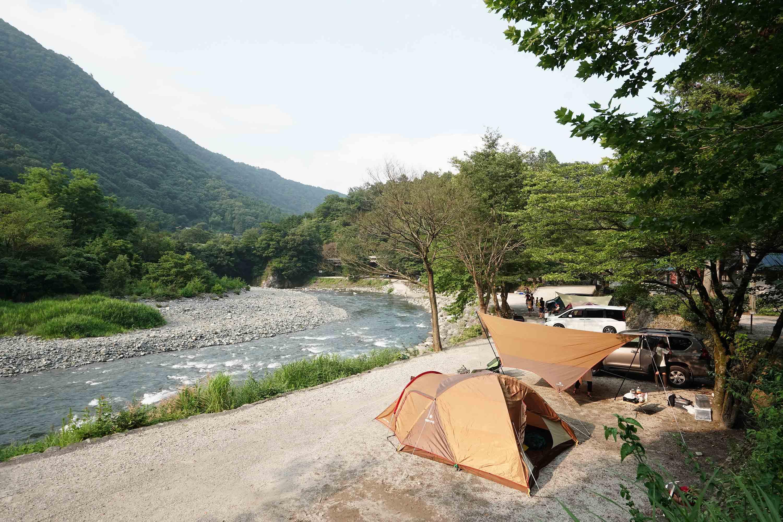 道志川の真横のキャンプサイト