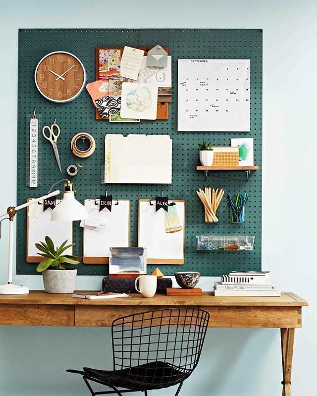 Want to feel fancy? This desk organization ideas is a creative way to store your wonderful belongings!