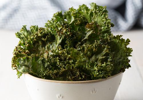 Bowl of kale veggie chip