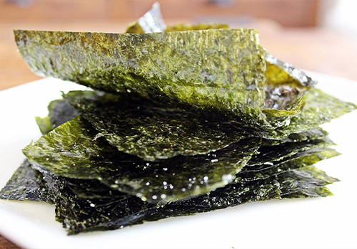 A stack of seaweed veggie chips