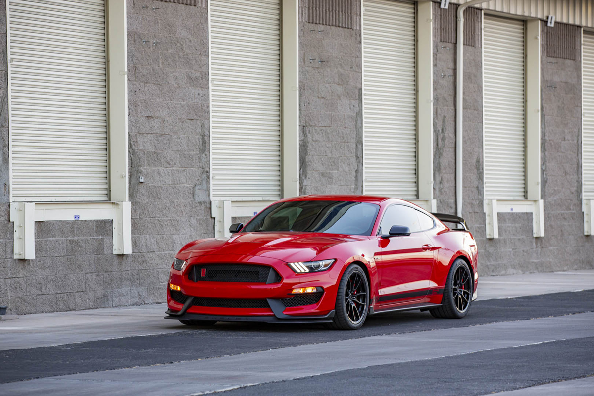 2020 Mustang Shelby GT350 front 3/4