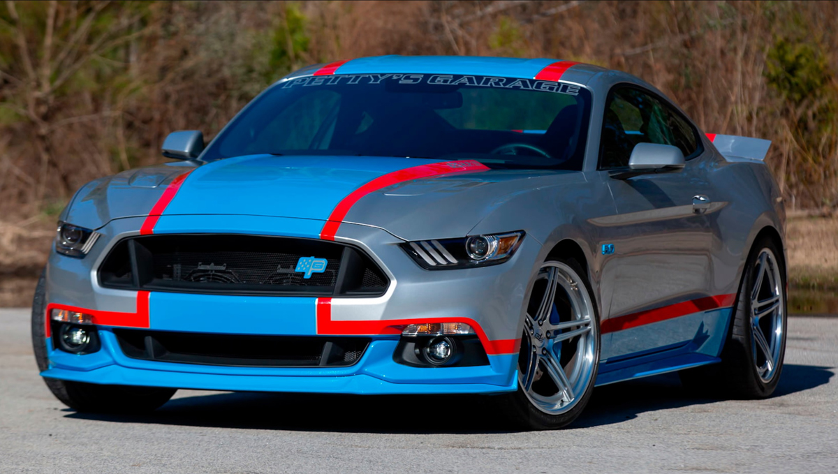 2017 Ford Mustang Petty's Garage King Edition (LOT F101)