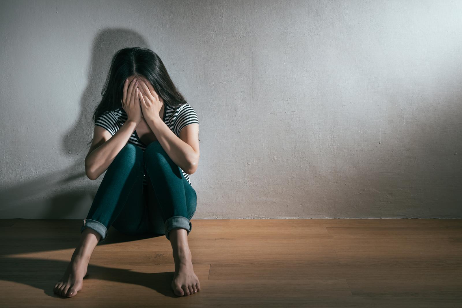 woman getting depression bipolar disorder problem