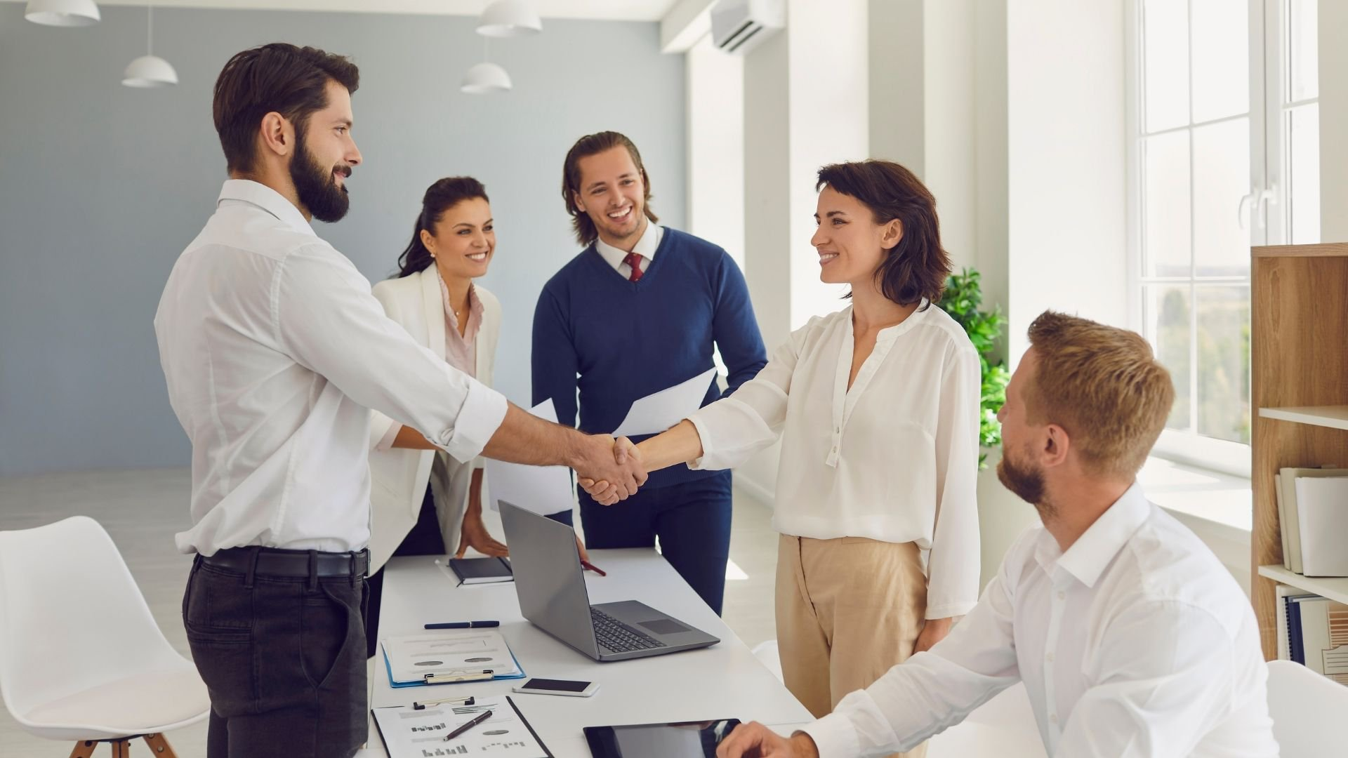 HR chatbots: some good reasons (and cons) to use them in human resources
