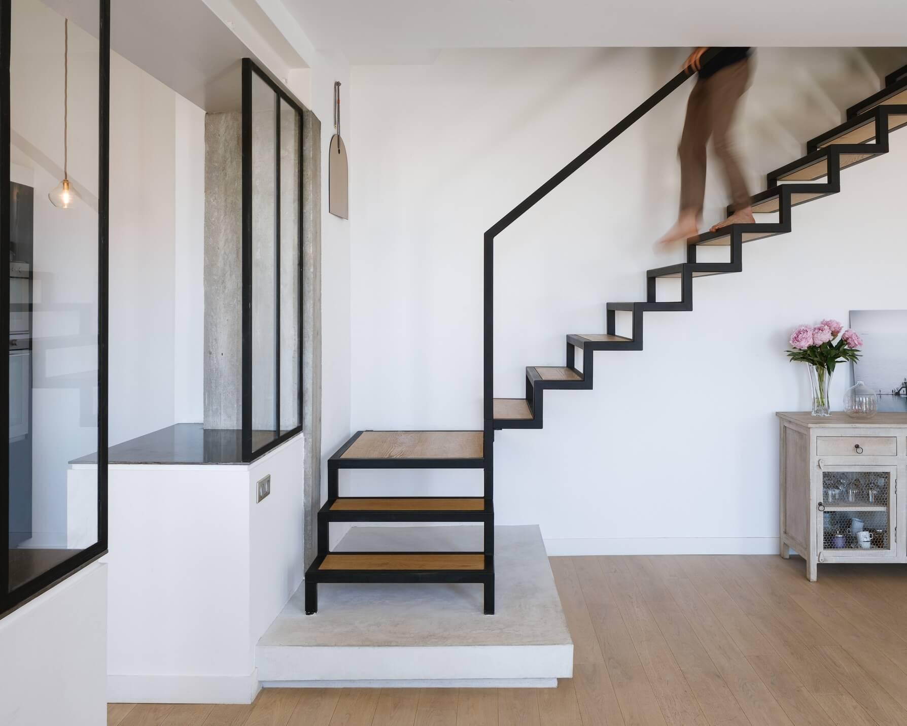 escalier bois parquet blanc
