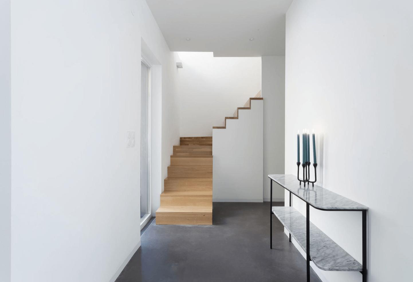 escalier tournant blanc bois