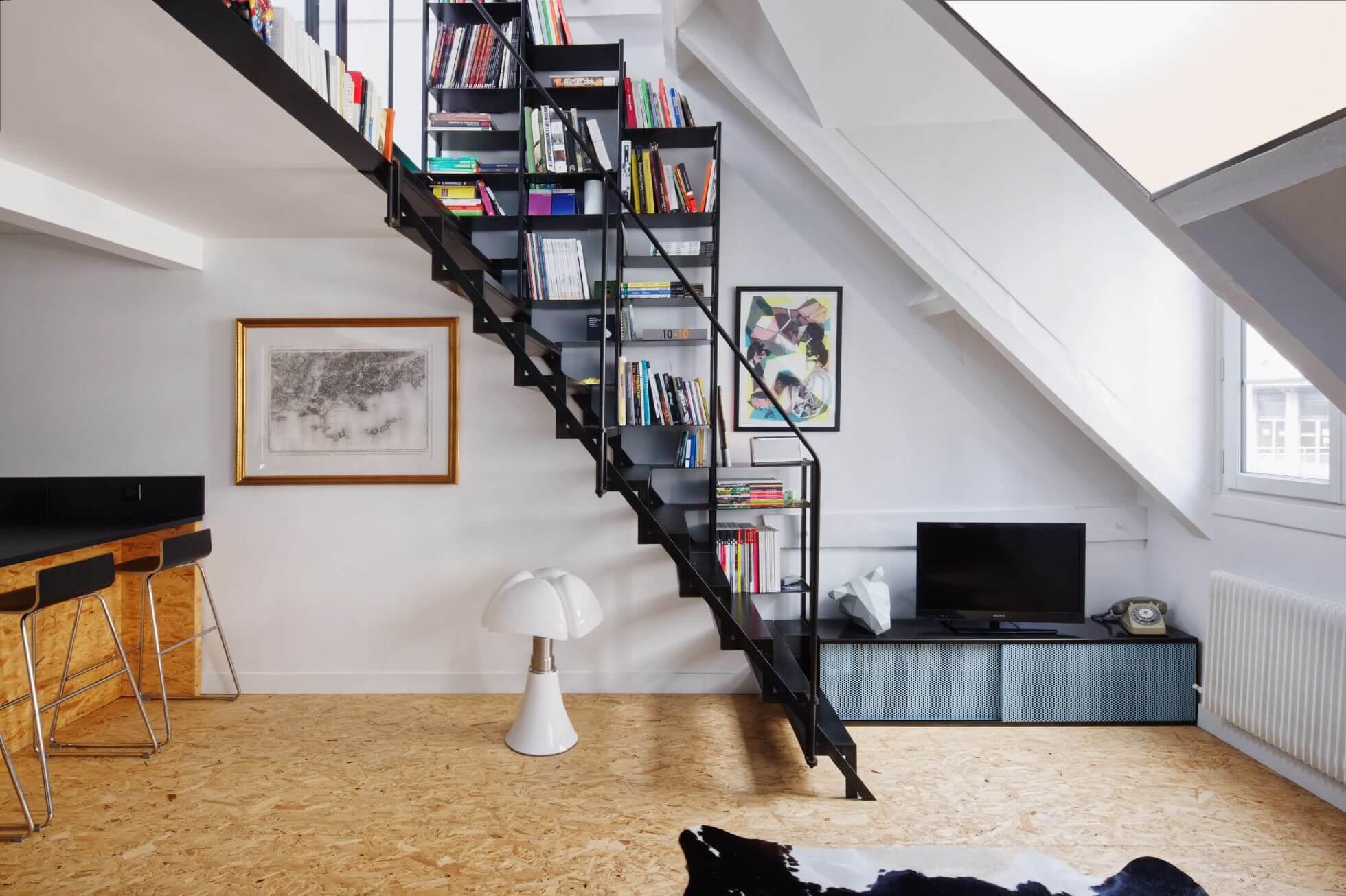 escalier bibliothèque noir mezzanine