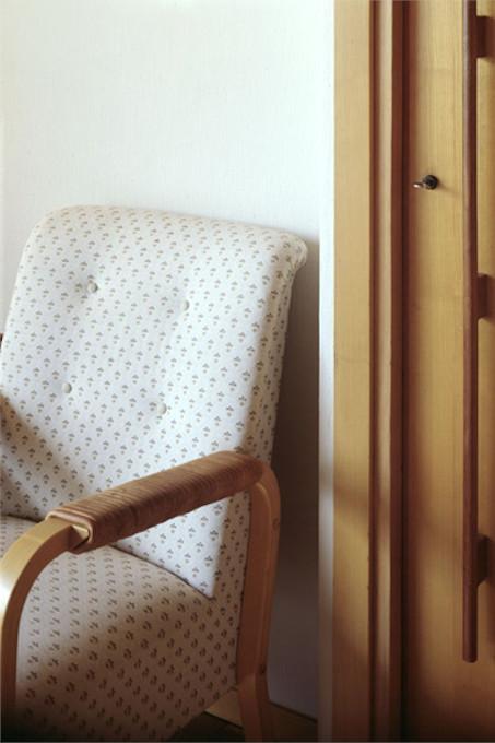 rénovation_maison_fauteuil_bois