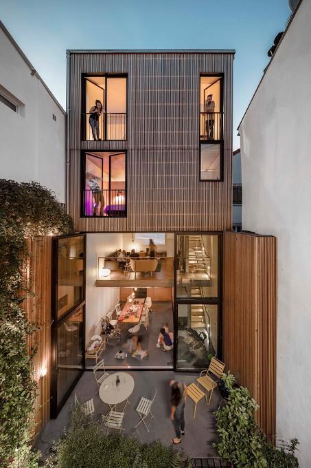 construction_maison_patio_jardin_bois_studio_nuit