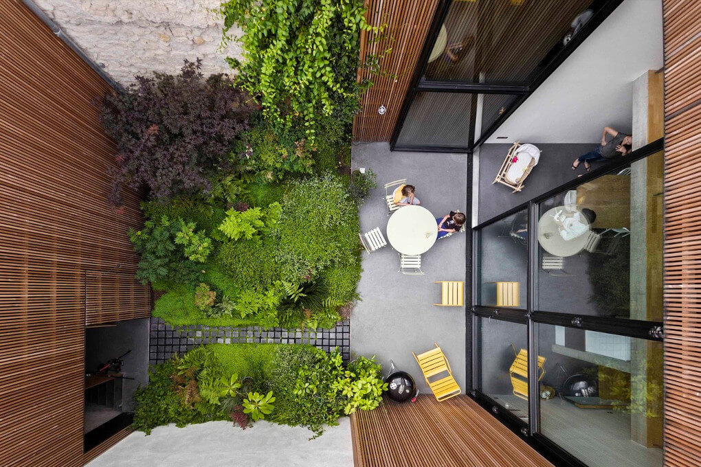 construction_maison_patio_jardin_bois